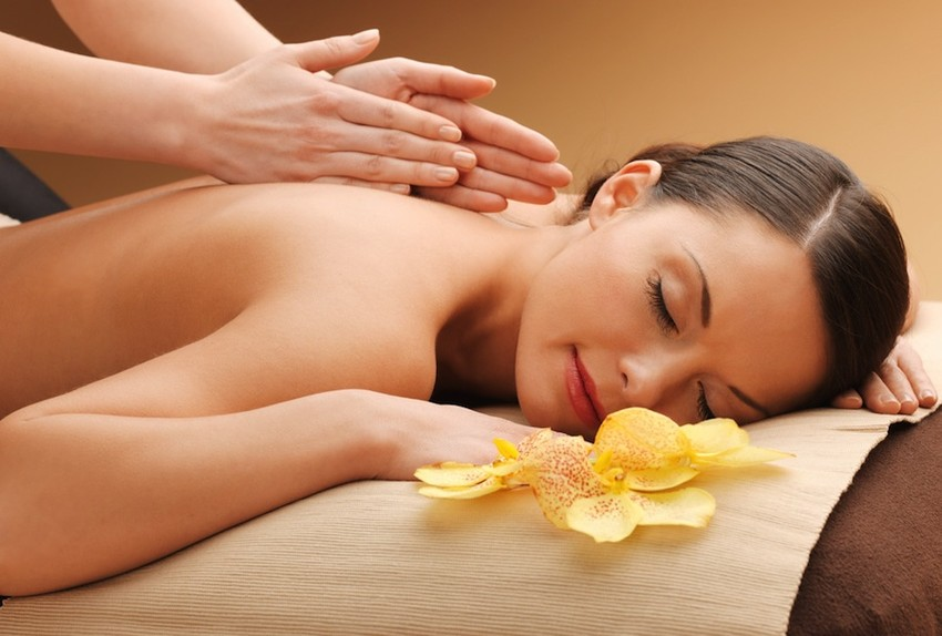 MassageWomanYellowFlower-850x574